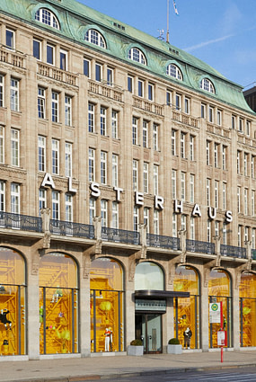 twinkle alsterhaus front online framed scaled e1582816954798 - Twinkle GmbH & Co.KG